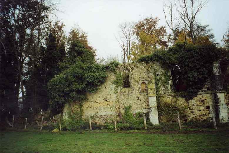 les ruines de l`église